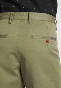 GANT - RELAXED - Shorts - deep lichen green - 3