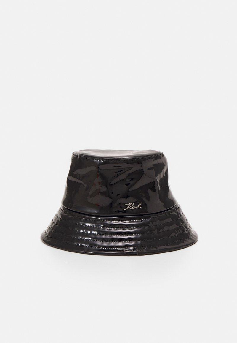 KARL LAGERFELD - SIGNATURE PATENT BUCKET HAT - Hoed - black