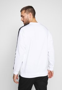 Champion - TAPE CREWNECK - Sweatshirt - white - 2