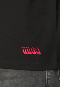 HUGO - DRINCE - Print T-shirt - black - 4