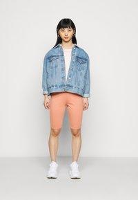 Fashion Union Petite - SORREL SHORT - Shorts - dusky orange - 1