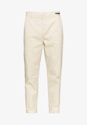 FAVE CLASSIC - Chino kalhoty - sand