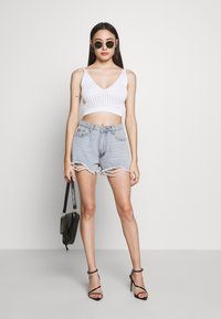 Missguided Petite - V NECK CROP - Top - white - 1