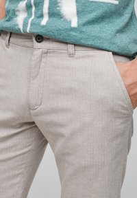 QS by s.Oliver - Shorts - beige heringbone - 4