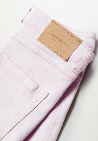 Mango - DEBBI - Straight leg jeans - licht/pastelpaars - 2