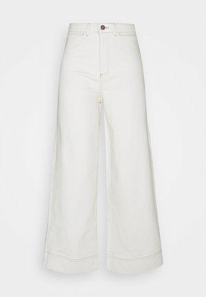 THOUGHT ECRU CULOTTES - Flared Jeans - ecru white