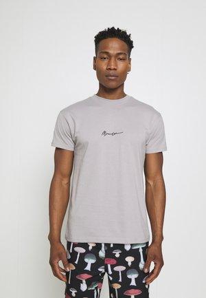 ESSENTIAL REGULAR RELAXED BASIC MENNACE SIG TEE - Print T-shirt - slate grey