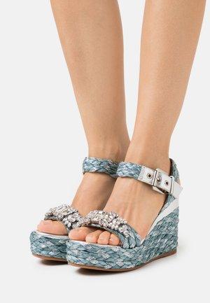 Sandály na platformě - silver/jeans