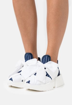 Slip-ons - true blue/white