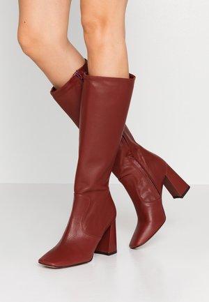 High heeled boots - bordo