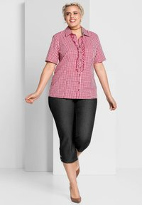 Sheego - Button-down blouse - rot-weiß - 1