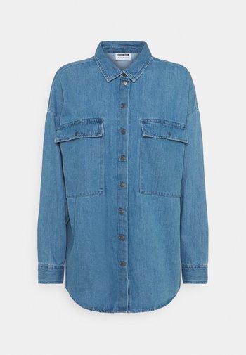 NMFLANNY LONG SHACKET - Button-down blouse - medium blue denim