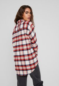 Levi's® - THE UTILITY - Button-down blouse - sandshell - 2