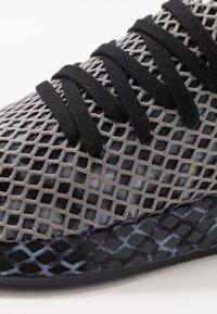 adidas Originals - DEERUPT RUNNER STREETWEAR-STYLE SHOES  - Joggesko - core black/footwear white - 5