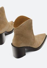 Uterqüe - High heeled ankle boots - nude - 4