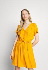 NAF NAF - LAFORTUNA - Day dress - moutarde - 0
