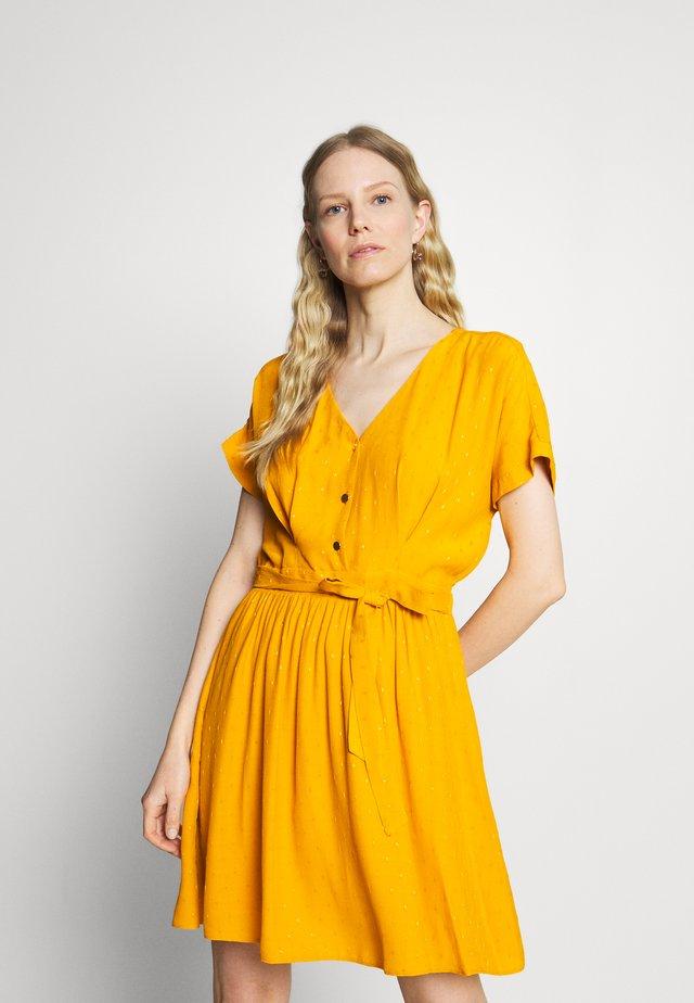 LAFORTUNA - Korte jurk - moutarde