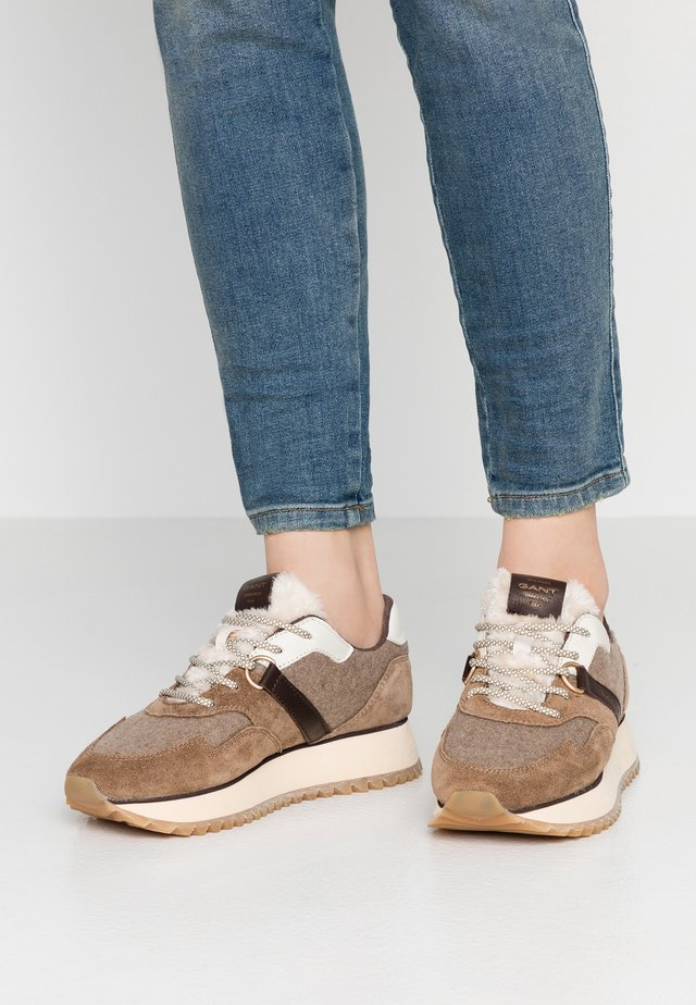 LINDA - Trainers - brown