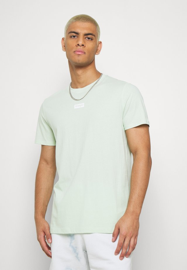SMALL LOGO TEE - Print T-shirt - green spray