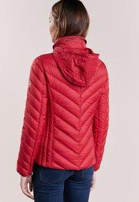 MICHAEL Michael Kors - SHORT PACKABLE PUFFER - Down jacket - red - 3
