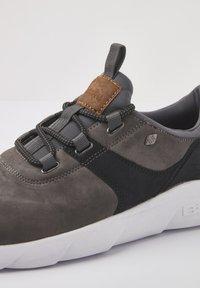 British Knights - SNEAKER EAGLE - Sneakers - dk grey/black - 5