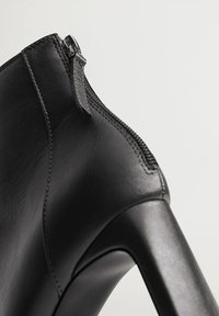 Mango - SAS - Classic ankle boots - zwart - 6
