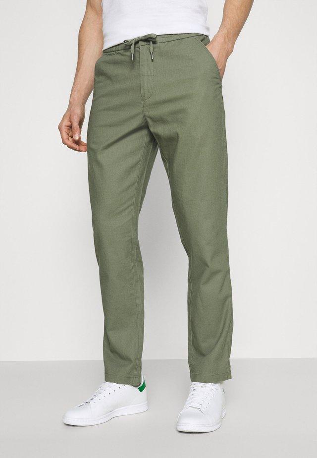 ELASTIC WAIST PANTS - Pantalones - army