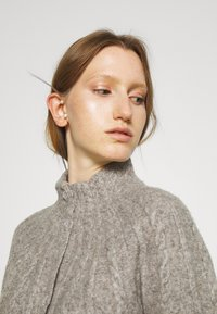 Bruuns Bazaar - AISHA EMILY CARDIGAN - Cardigan - light grey - 2