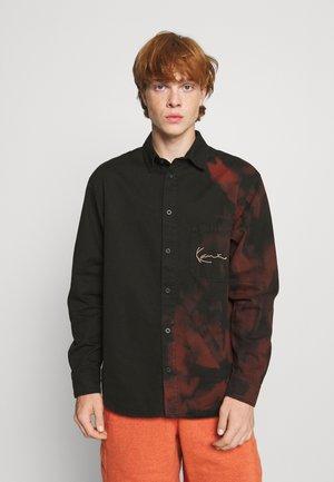 SMALL SIGNATURE BLEACHED SHIRT - Skjorte - black