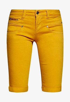 BELIXA NEW MAGIC - Szorty jeansowe - blazing orange