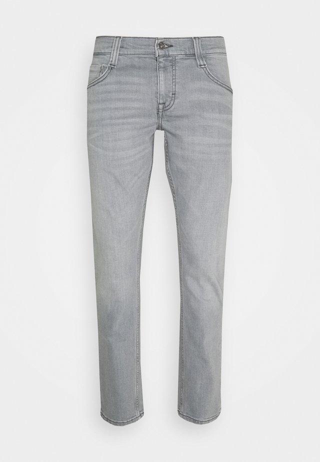 OREGON - Zúžené džíny - denim grey