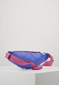 Nike Sportswear - HERITAGE UNISEX - Bum bag - sapphire/cosmic fuchsia/iron grey - 2