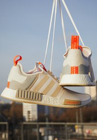 adidas Originals - NMD_R1 UNISEX - Trainers - footwear white/clear onix/clear brown - 2
