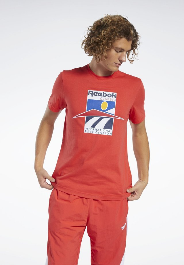 CLASSICS INTERNATIONAL TEE - T-shirt imprimé - red