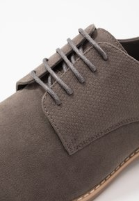 Pier One - Zapatos con cordones - grey - 5