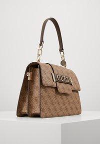 Guess - KERRIGAN  - Handtasche - brown - 3