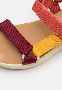 Finkid - NAUHA UNISEX - Chodecké sandály - rose/beet red - 5