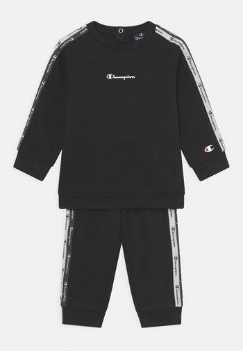 CREWNECK SUIT SET UNISEX - Dres - black