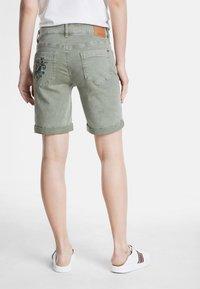 Desigual - Short en jean - green - 2
