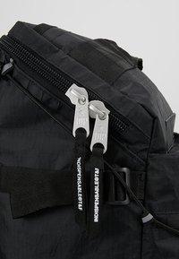Indispensable - BACKPACK BUSTLE  - Sac à dos - black - 8
