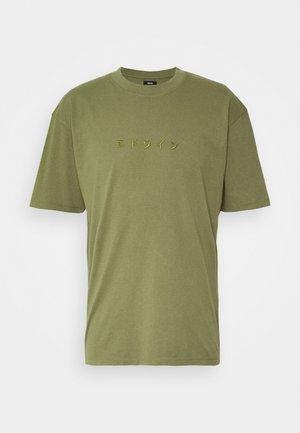 KATAKANA EMBROIDERY - Print T-shirt - martini olive
