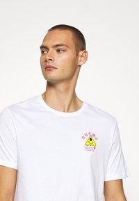 YOURTURN - T-shirt med print - white - 4