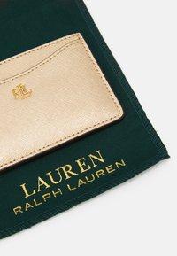 Lauren Ralph Lauren - SLIM CARD CASE MEDIUM - Wallet - warm gold - 3
