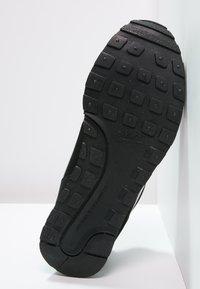 Nike Sportswear - MD RUNNER 2 - Trainers - schwarz - 4