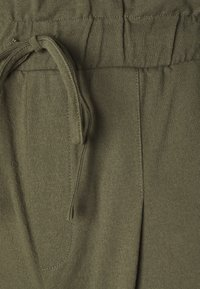 ONLY - ONLKIRAS LIFE PANTS - Kalhoty - kalamata - 5
