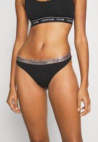 Calvin Klein Underwear - RADIANT THONG 3 PACK - Stringit - hunter/white/black - 1