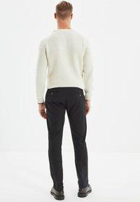 Trendyol - Pantalon classique - black - 2