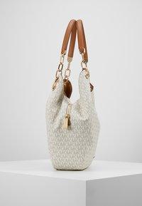 MICHAEL Michael Kors - LILLIE CHAIN TOTE  - Tote bag - vanilla/acrn - 3