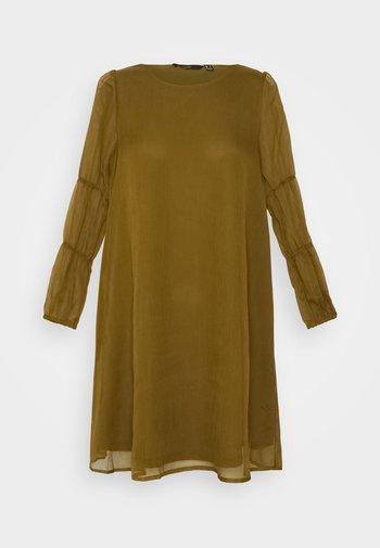 VMBABETTE SHORT DRESS - Kjole - fir green