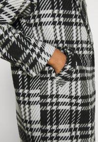 ONLY - ONLDAJANA CHECK COAT - Abrigo clásico - black/white - 5